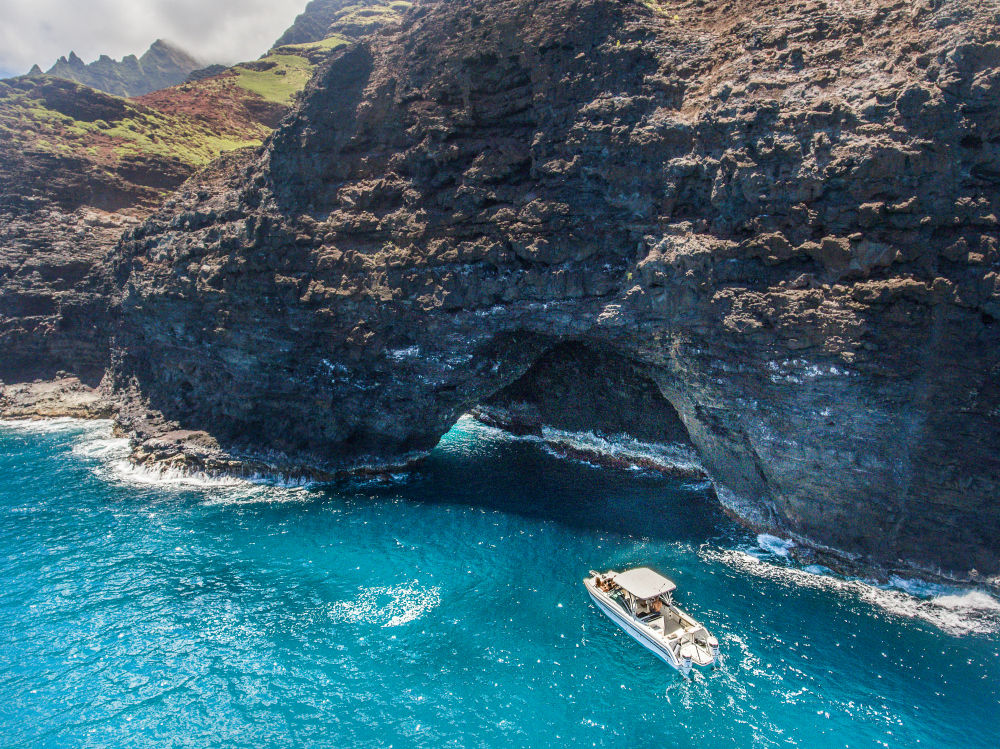 Makana Charters - Explore the Ultimate Na Pali Cruise