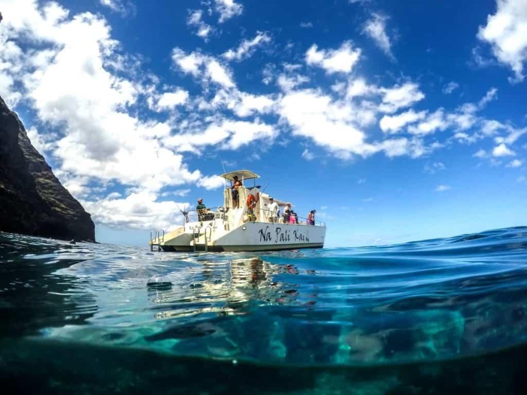 Napali Coast Tours - Makana Charters